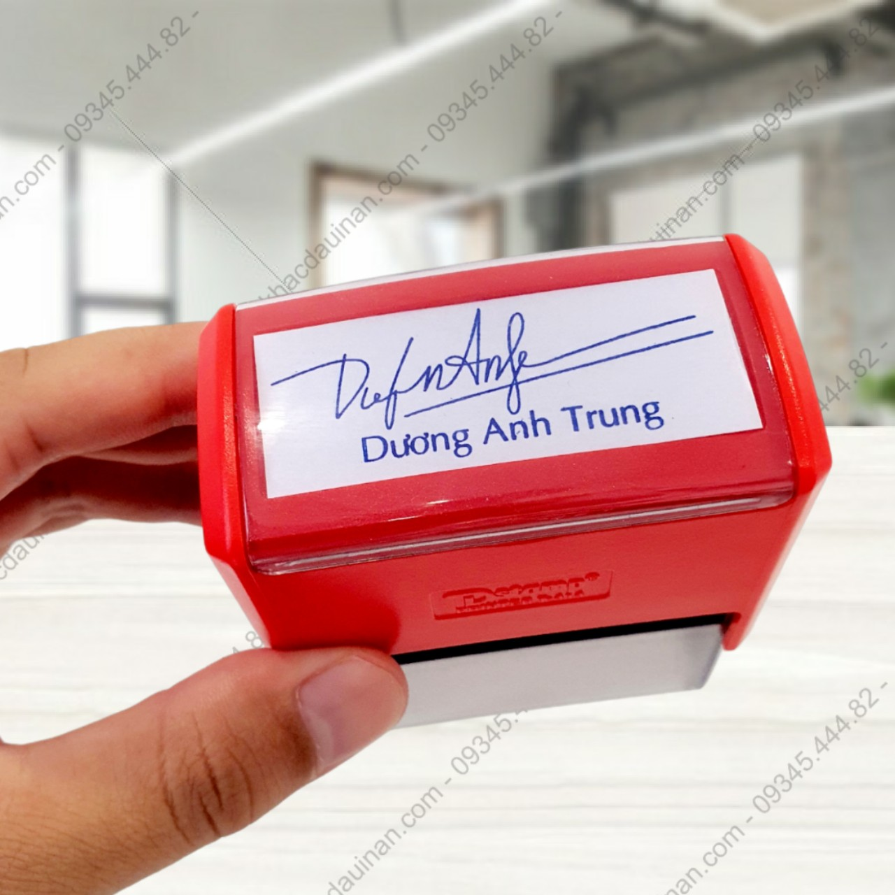 Khắc con dấu chữ ký kèm tên giá rẻ giao hàng tận nơi tại tphcm - hà nội, chữ ký thiết kế theo yêu cầu kết hợp kèm với tên tiện lợi dễ sử dụng.